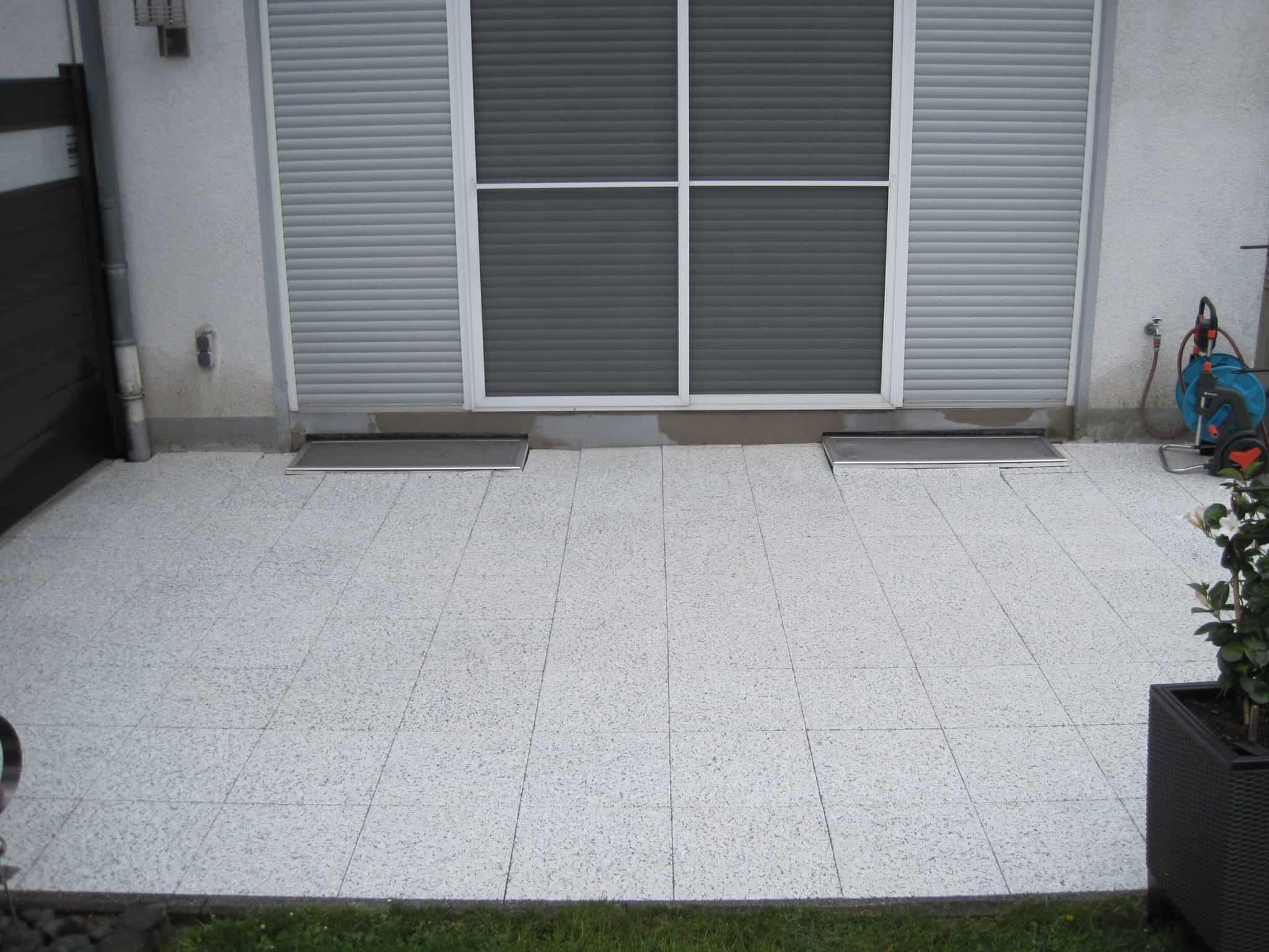 Gereinigte Terrassenplatten nach der Steinreinigung in Schwerte
